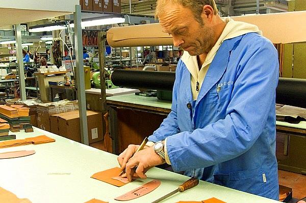 Quy trình sản xuất túi xách hàng hiệu