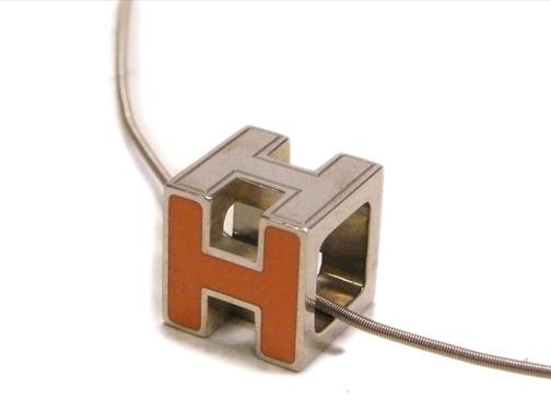 Vòng cổ Hermes khối H màu bạc cam