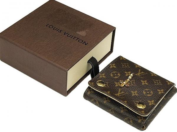 Mặt dây chuyền Louis Vuitton