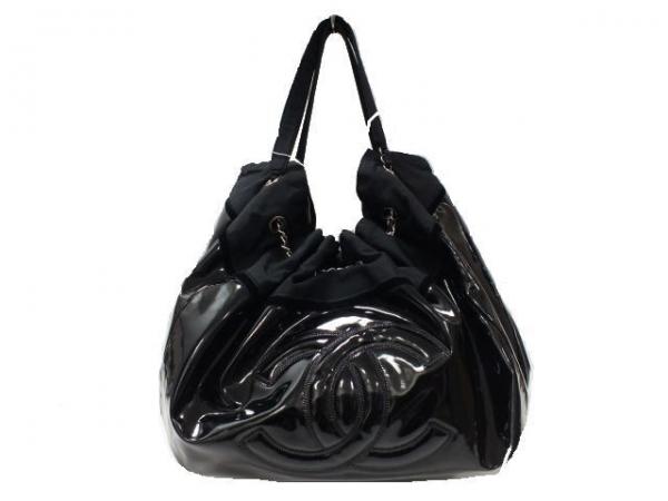 Túi xách Chanel màu đen da bóng