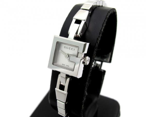 Đồng hồ Gucci mặt số trắng YA102535