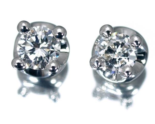 Bông tai Bvlgari K18WG corona kim cương