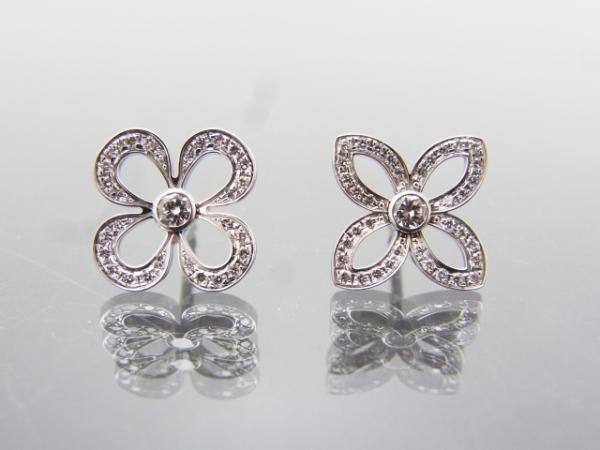 Bông tai Louis Vuitton K18WG kim cương