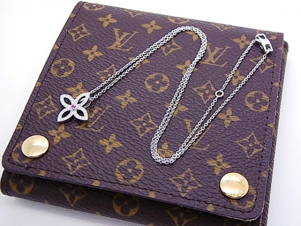 Vòng cổ Louis Vuitton kim cương hình hoa