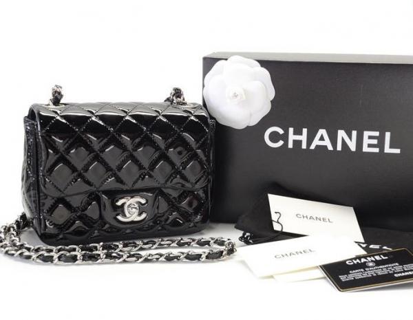 S Túi xách Chanel mini da bóng màu đen