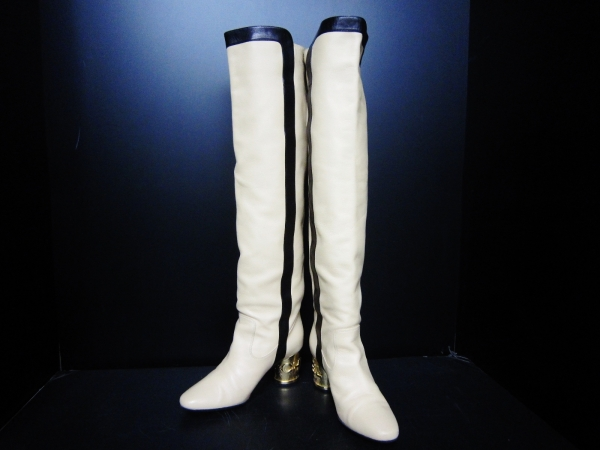 Boot Chanel size 36 1/2 C màu trắng