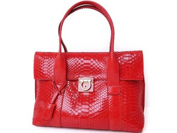 Túi xách Ferragamo màu đỏ da trăn