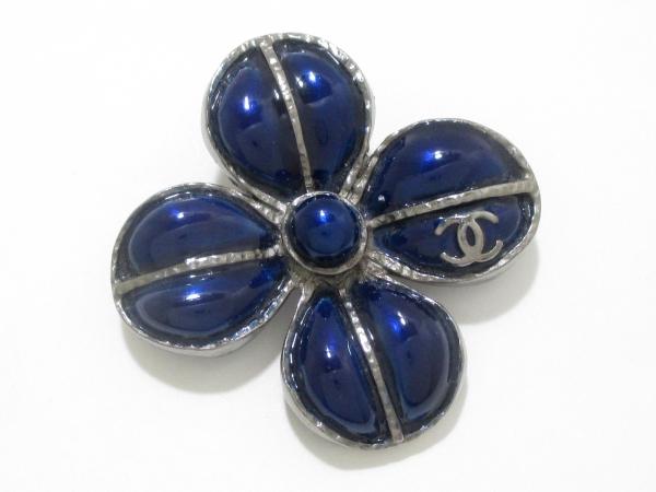 Trâm cài áo Chanel màu xanh