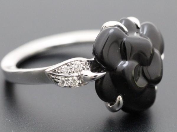 Nhẫn Chanel hoa trà đá onix đen