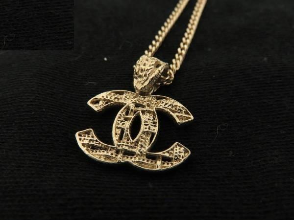 Vòng cổ Chanel logo màu vàng