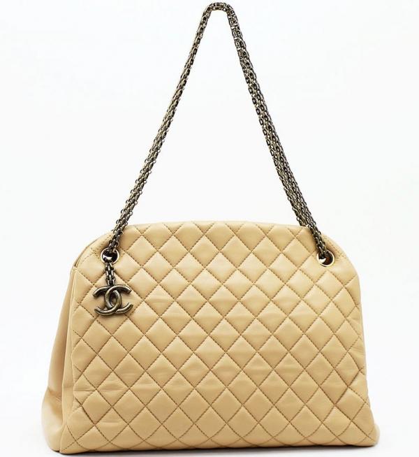 Túi xách Chanel màu kem vàng A49855