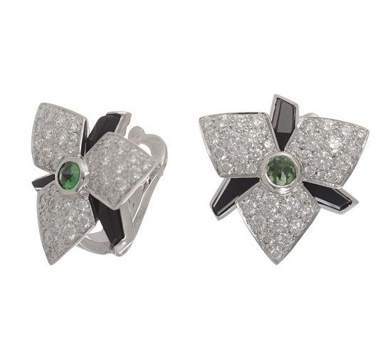 Bông tai Cartier K18WG kim cương ngọc xanh