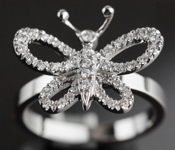 SA Nhẫn Gucci K18WG kim cương size 13