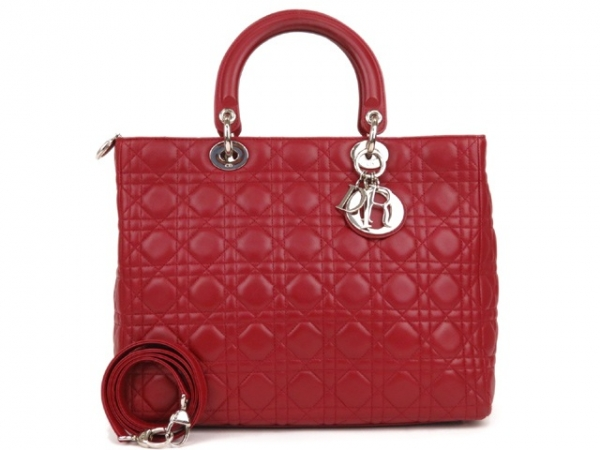 A Túi xách Christian Dior màu đỏ cỡ to