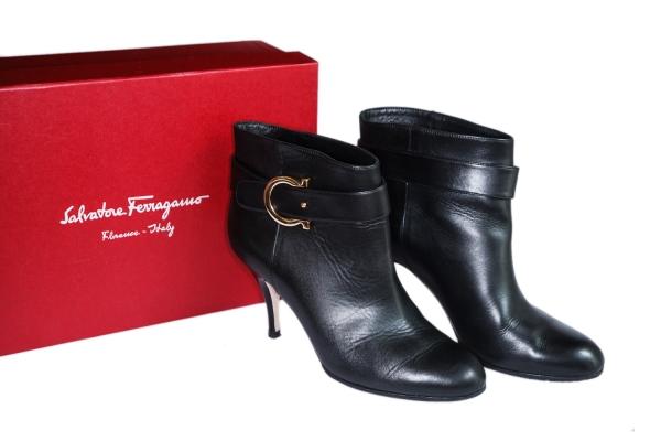 MS3996 Boot da Ferragamo size 6 1/2C đen