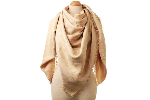 MS8024 Khăn Louis Vuitton len lụa kem sẫm dune