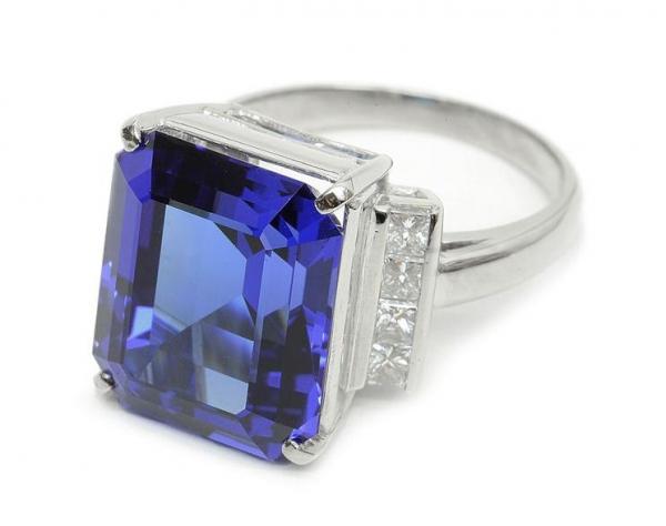 Nhẫn Pt900 kim cương 0.68 ct Tanzanite 13.35 ct size 14