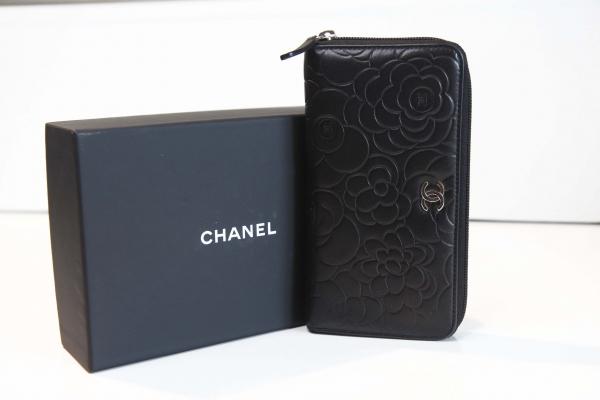 Ví Chanel hoa trà đen zippy