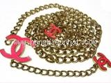 Thắt lưng Chanel dây xích logo màu hồng