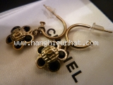MS3198 Bông tai Chanel đen vàng