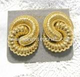 Bông tai Christian Dior dạng kẹp màu vàng
