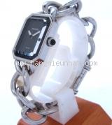 Đồng hồ Chanel màu bạc dây xích