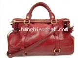 Túi xách Miu Miu màu đỏ
