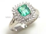 Nhẫn kim cương đá xanh emerald