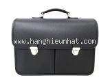 Túi xách Louis Vutton taiga M32622 màu đen