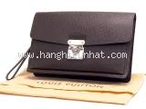 Túi cầm tay Louis Vuitton taiga của nam M32598