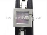 Đồng hồ Gucci mặt số hồng YA102538