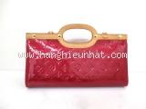 A Túi xách Louis Vuitton roxbury màu đỏ