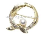 Cài áo Mikimoto K18YG kim cương ngọc trai