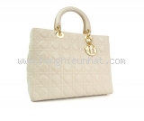 Túi Christian Dior màu trắng khóa vàng