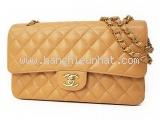 Túi xách Chanel màu kem khóa vàng