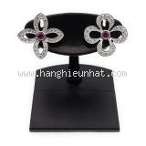 Bông tai Louis Vuitton K18WG kim cương Q96071