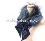 Khăn choàng cổ Loewe lông xanh hải quân