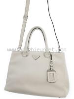 Túi xách Prada màu trắng BN2579