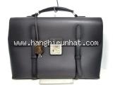 Túi kinh doanh Louis Vuitton màu đen M50452